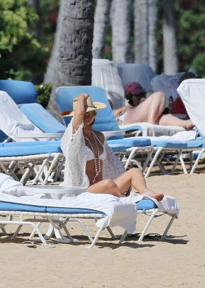 Kate Hudson in White Bikini 2016 -05
