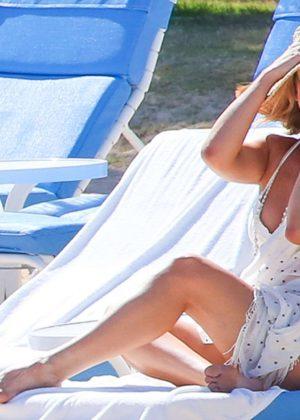 Kate Hudson in White Bikini 2016 -10