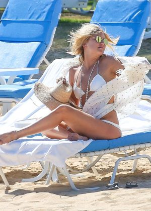 Kate Hudson in White Bikini 2016 -25