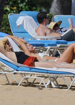 Kate Hudson in White Bikini 2016 -34