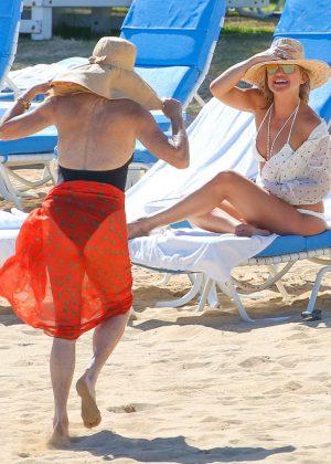 Kate Hudson in White Bikini 2016 -41