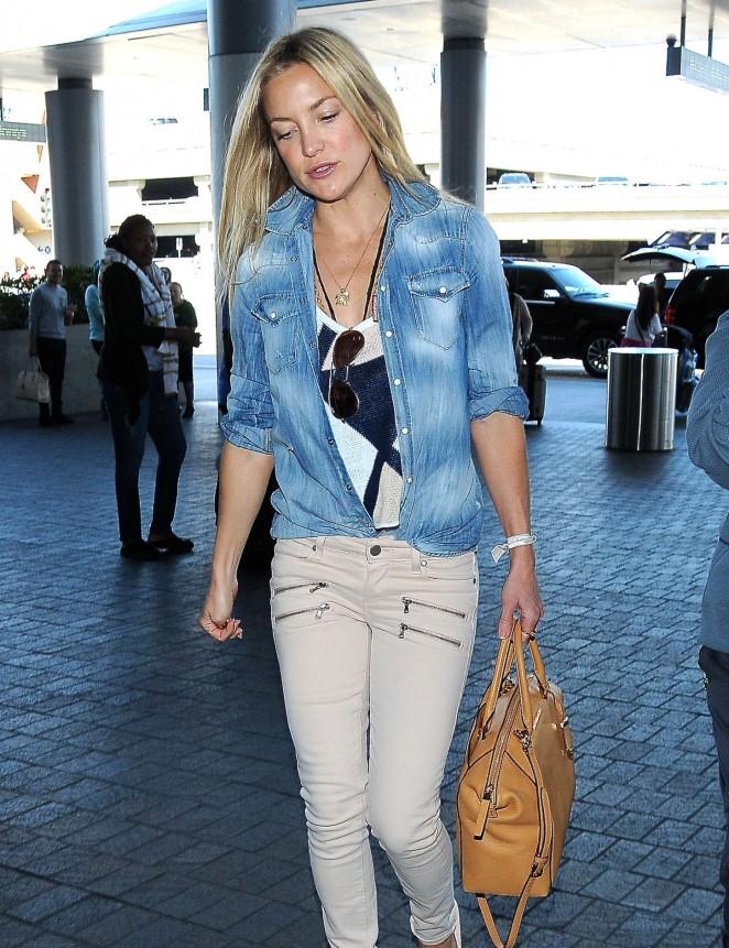 Kate Hudson – LAX Airport in LA