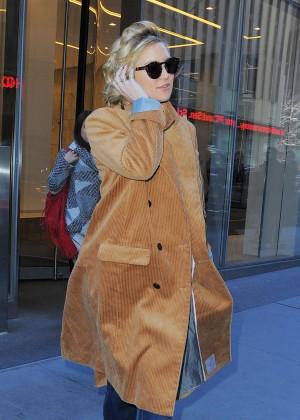 Kate Hudson Leaves her hotel in New York
