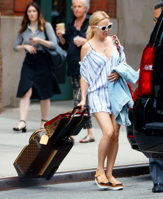 Kate Hudson Leaves hotel in New York