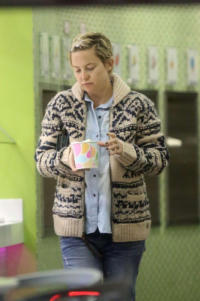 Kate Hudson picks up some frozen yogurt in LA