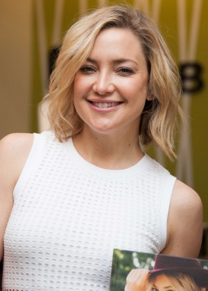 Kate Hudson: Pretty Happy Book Signing -05