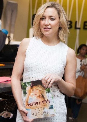 Kate Hudson - 'Pretty Happy' Book Signing in Woodland Hills