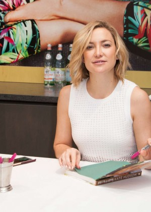 Kate Hudson: Pretty Happy Book Signing -07