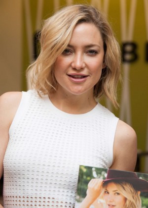 Kate Hudson: Pretty Happy Book Signing -09