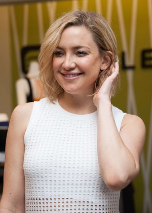 Kate Hudson: Pretty Happy Book Signing -10