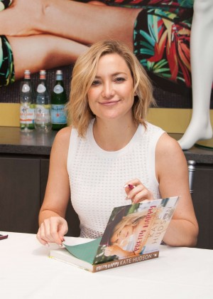 Kate Hudson: Pretty Happy Book Signing -11