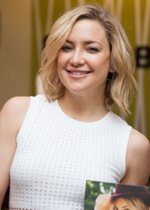 Kate Hudson: Pretty Happy Book Signing -13