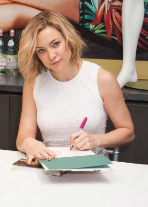 Kate Hudson: Pretty Happy Book Signing -14