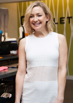 Kate Hudson: Pretty Happy Book Signing -15