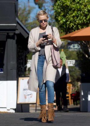 Kate Hudson - Shopping for Christmas in LA