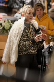 Kate Hudson - Shopping for warm clothing in Aspen