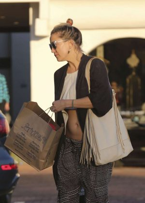 Kate Hudson: Shopping in Malibu -01