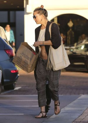 Kate Hudson - Shopping in Malibu