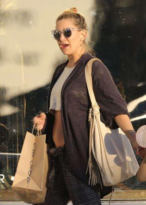 Kate Hudson: Shopping in Malibu -05