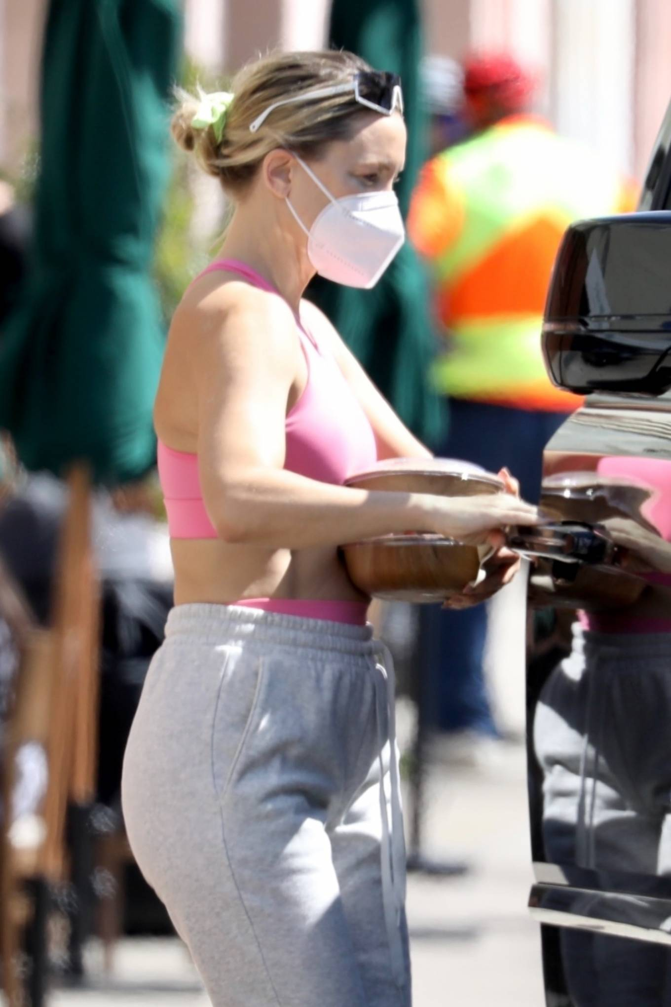 Kate Hudson 2021 : Kate Hudson – Shows her abs while out in Palisades-01