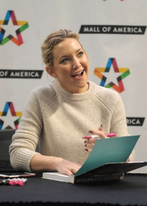 Kate Hudson signs copies of her book in Bloomington
