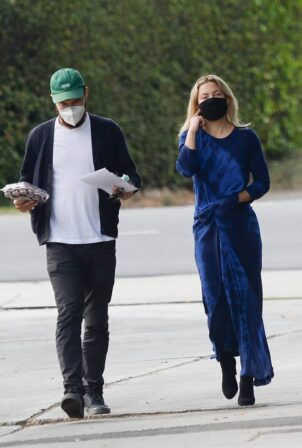 Kate Hudson - Steps out in Los Angeles
