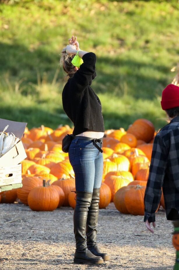 Kate Hudson - Takes all of her kids and husband Danny Fujikawa to a pumpkin patch in Santa Monica