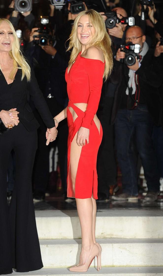 Kate Hudson Versace Fashion Show 2015 45 Gotceleb