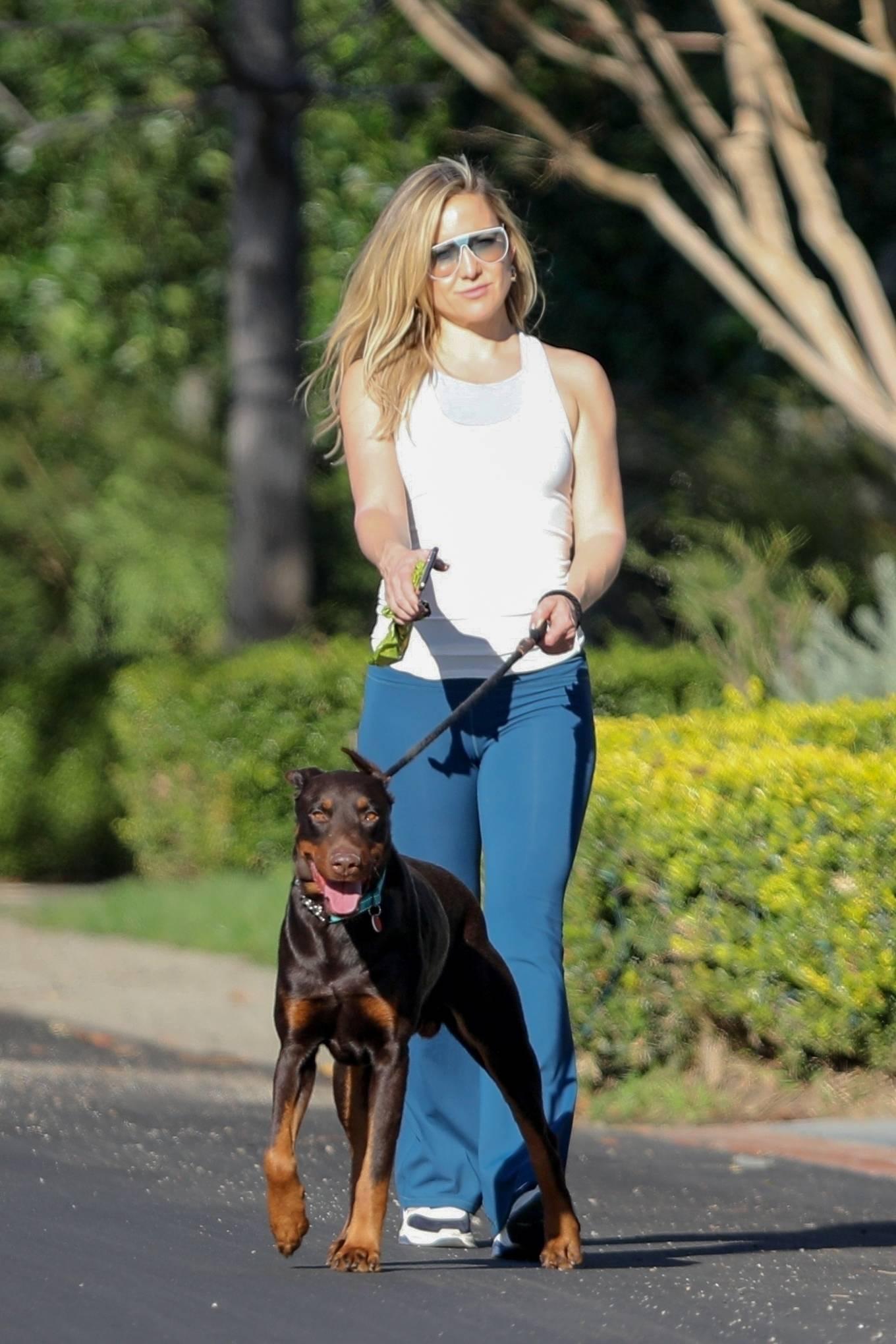 Kate Hudson - Walking her doberman in Pacific Palisades