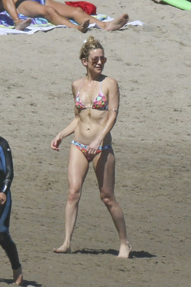 Kate-Hudson-in-Bikini--24-662x993.jpg