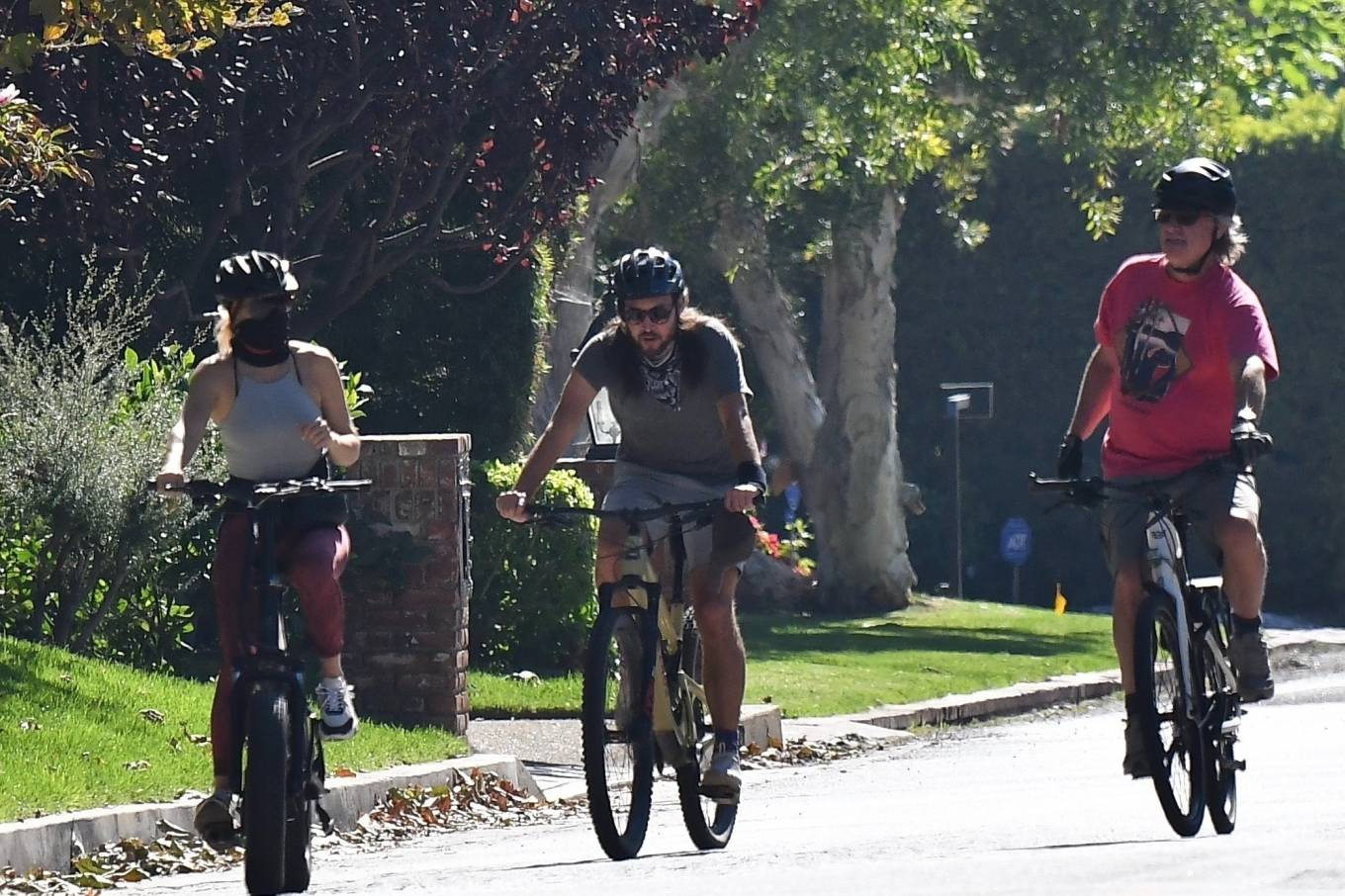 Kate Hudson 2020 : Kate Hudson with Danny Fujikawa and stepdad Kurt Russell – Rides bicycle in Brentwood-03