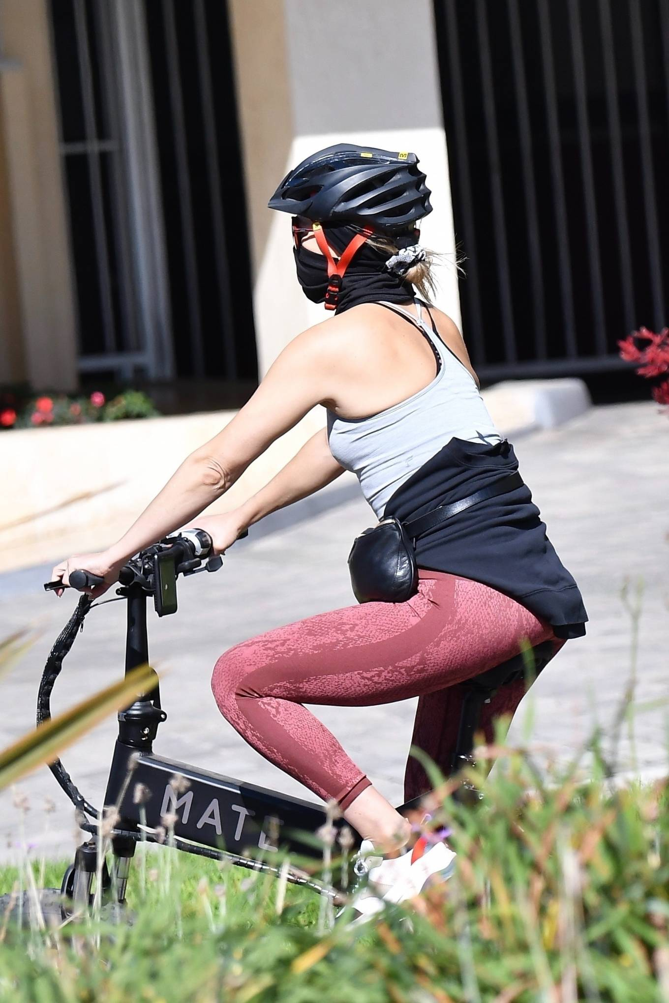 Kate Hudson with Danny Fujikawa and stepdad Kurt Russell - Rides bicycle in Brentwood