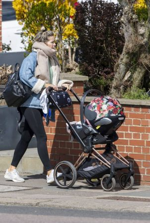 Kate Lawler - Stroll in North London