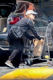 Kate Mara - Grocery Shopping in Los Feliz
