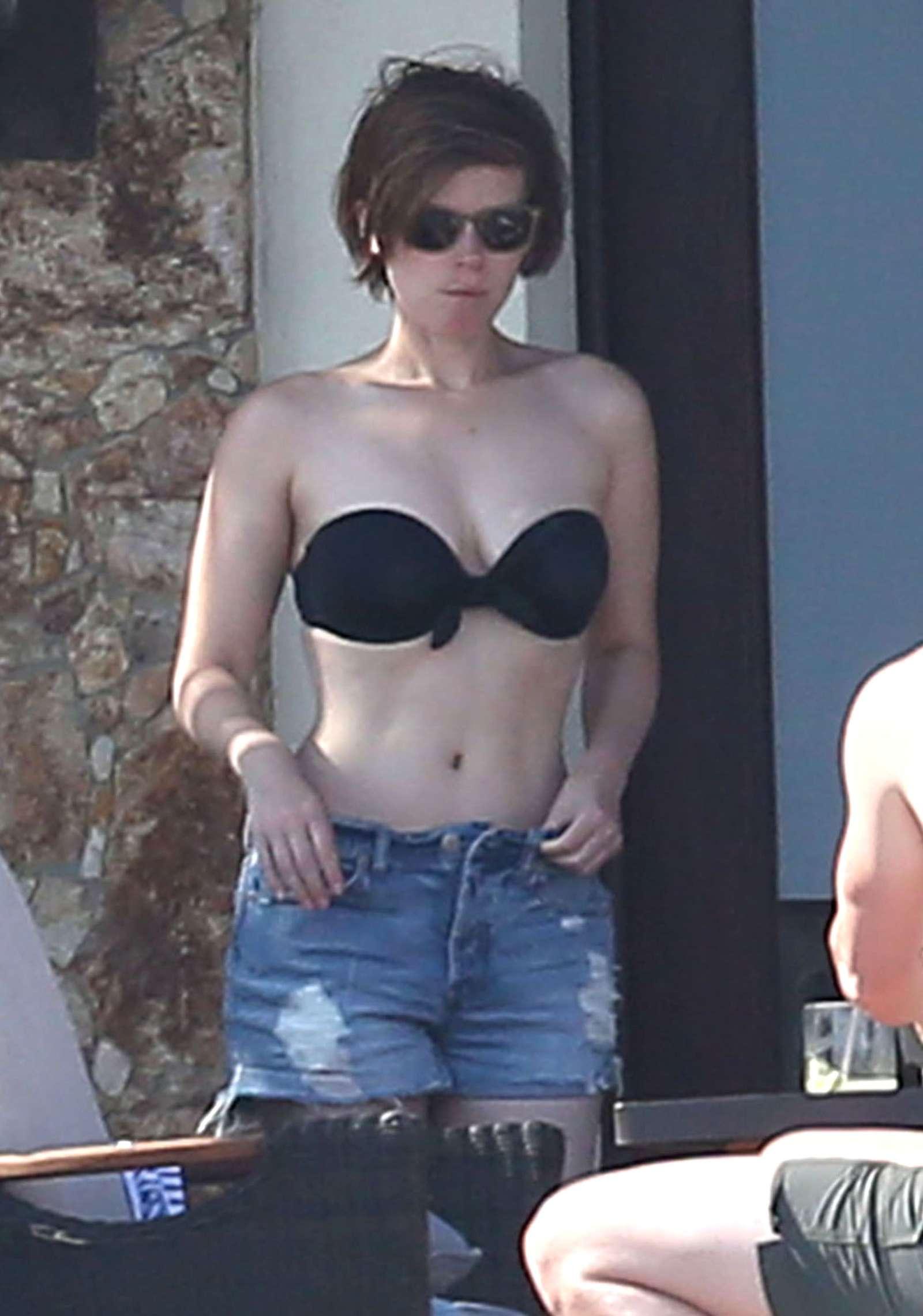 Kate Mara In Black Bikini 2016 04 Gotceleb