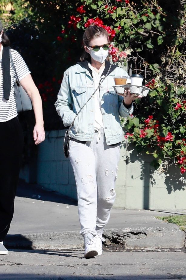 Kate Mara - Looks relaxed in grey sweatpants and a jeans jacket with a friend in Los Feliz