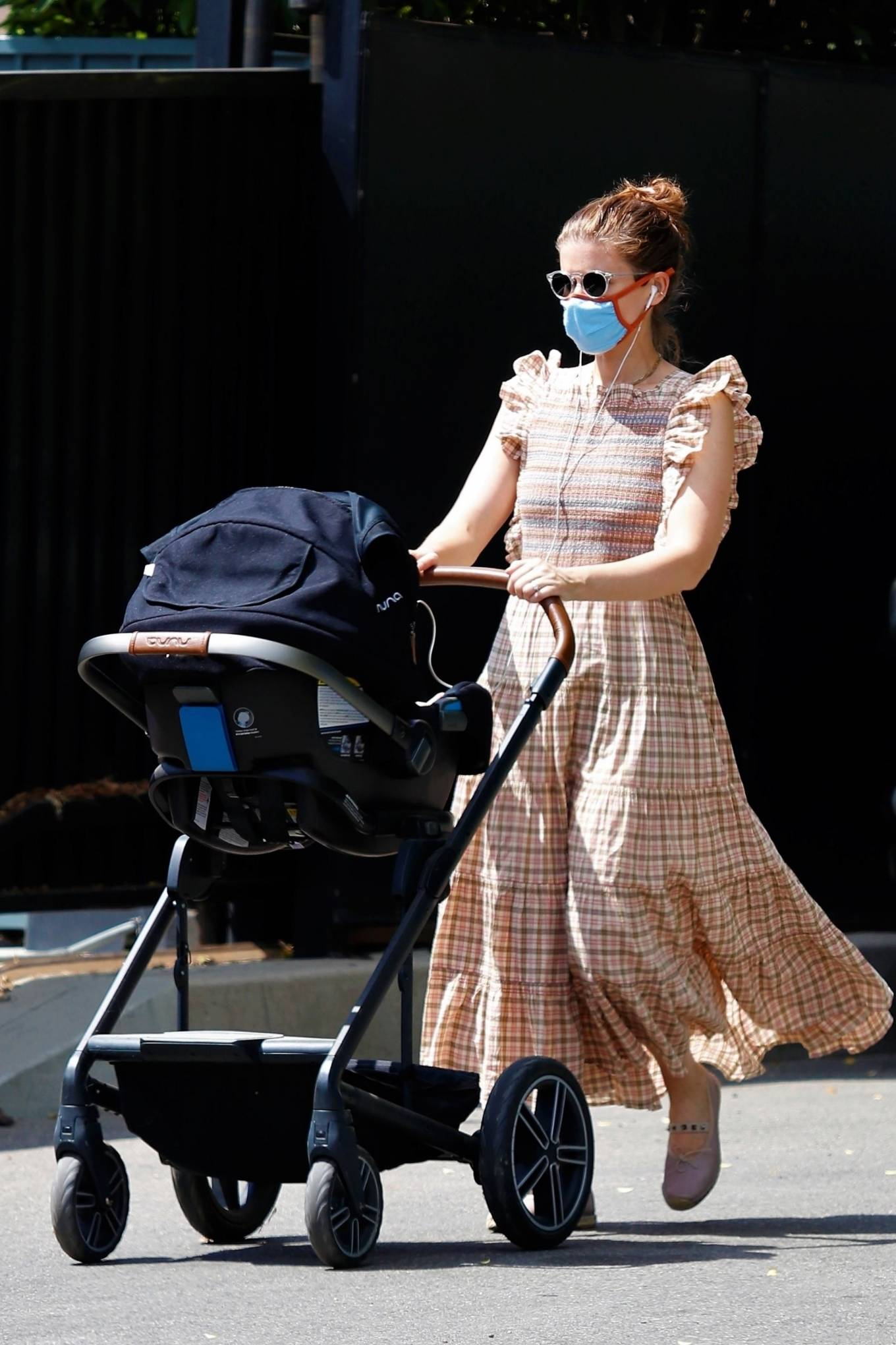 Kate Mara - Out for a stroll with her baby in Los Feliz