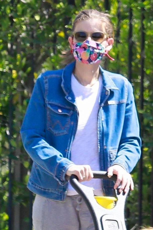 Kate Mara - Out for a walk during the quarantine in LA