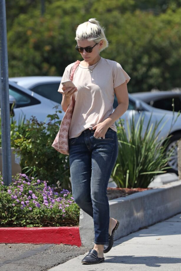 Kate Mara - Out for lunch at All Time in Los Feliz