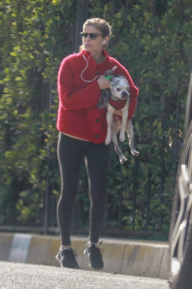 Kate Mara - Out with her pup in Los Feliz