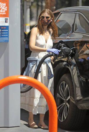 Kate Mara - Pumps gas in LA