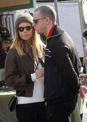 Kate Mara - Shopping at Farmers Market in Studio City