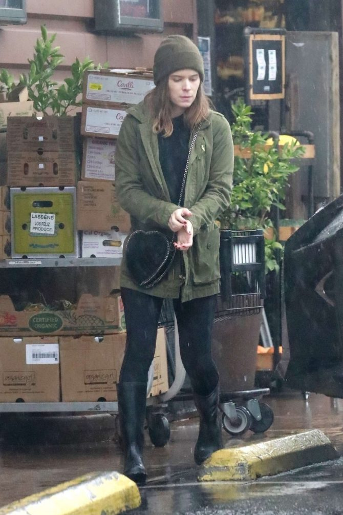 Kate Mara – Shopping in Los Angeles