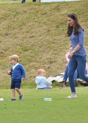 Kate Middleton Booty in Jeans -02