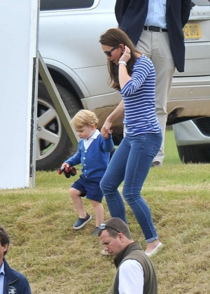 Kate Middleton Booty in Jeans -04