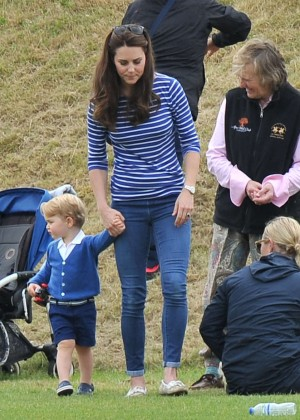 Kate Middleton Booty in Jeans -08