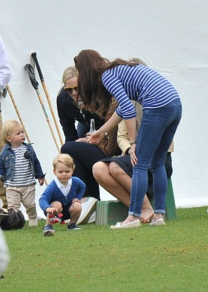 Kate Middleton Booty in Jeans -11