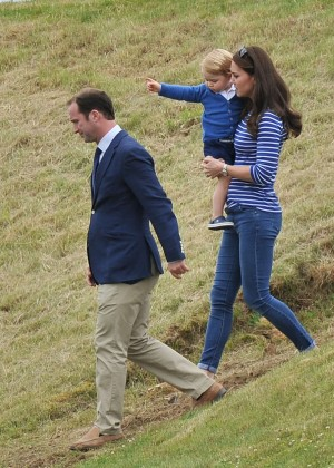 Kate Middleton Booty in Jeans -22
