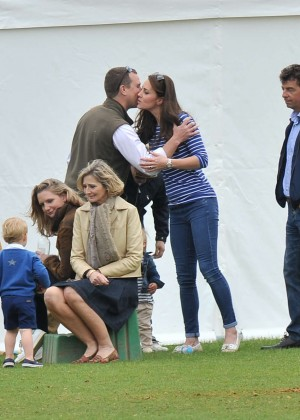Kate Middleton Booty in Jeans -28