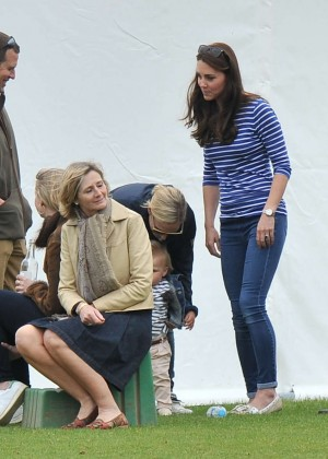 Kate Middleton Booty in Jeans -47